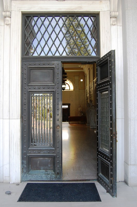 Above is the entrance to the Cathedral Mausoleum & Cathedral Mausoleum « HOLLYWOODLAND Pezcame.Com