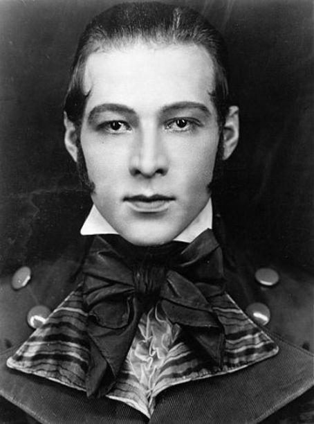 rudolph valentino hairstyle